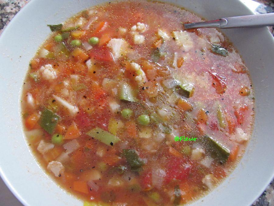 (English) Romanian vegetable sour soup