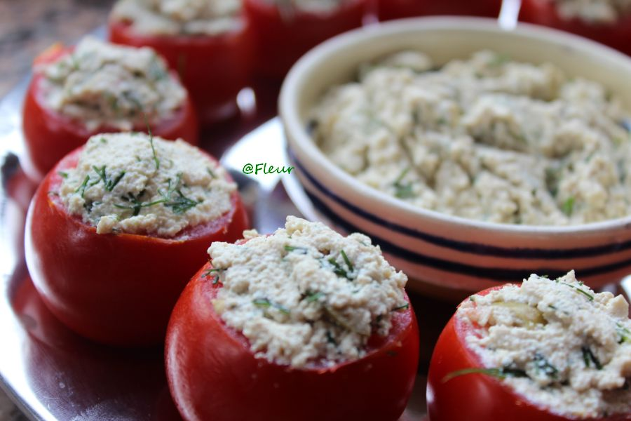 Tomatoes stuffed with tofu cream