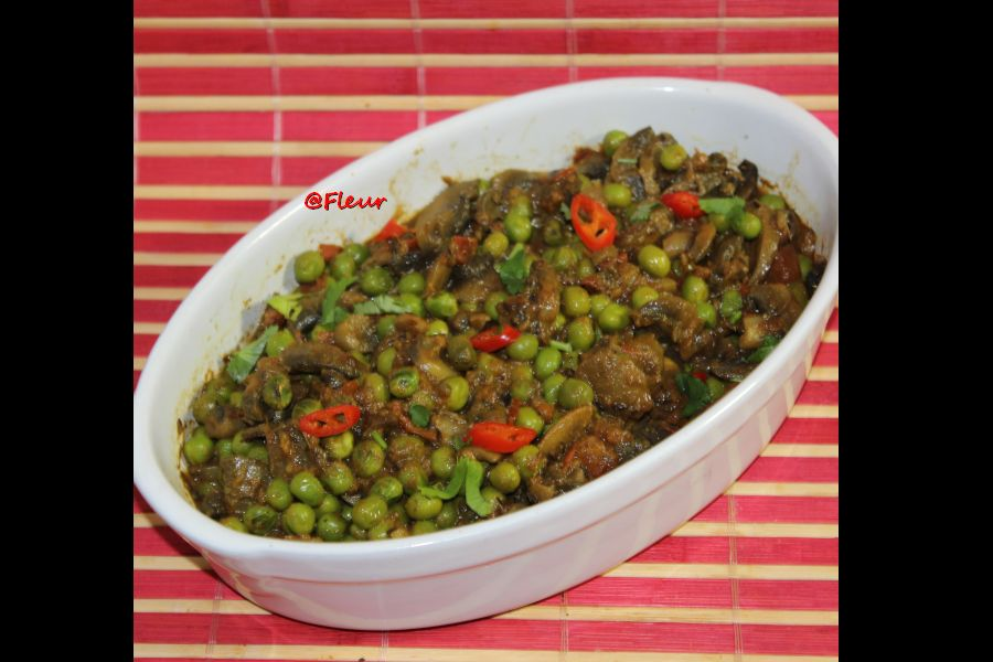 (English) Mushrooms – peas curry