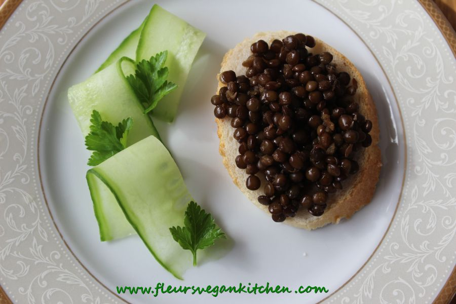 (English) Beluga lentils tartine