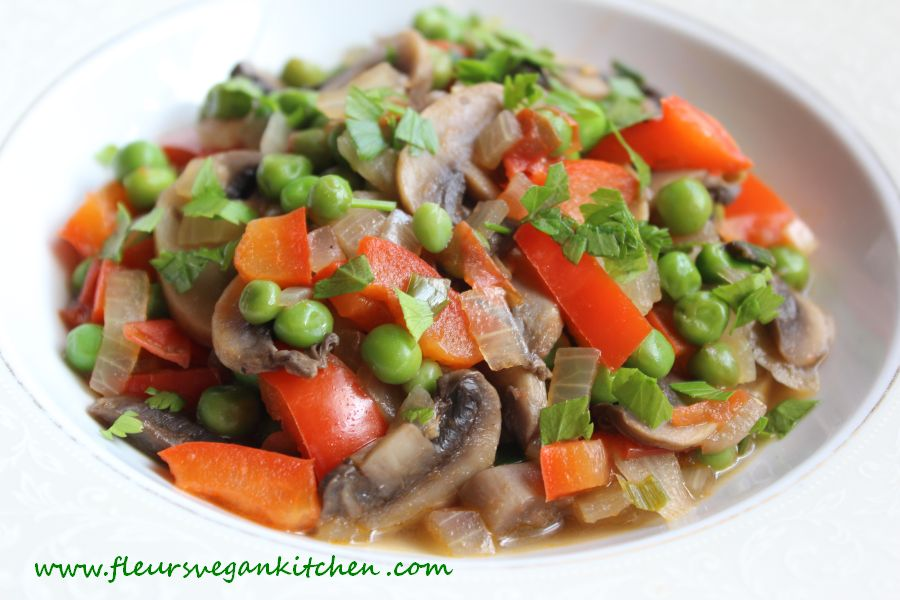 Peas and mushrooms in tomato sauce