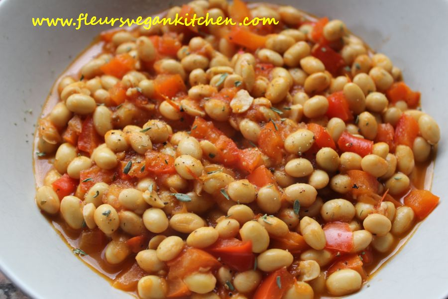 Soybeans in tomato sauce