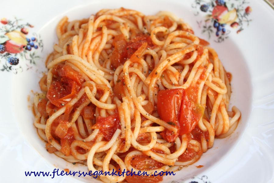 (English) Spaghetti with cherry tomatoes